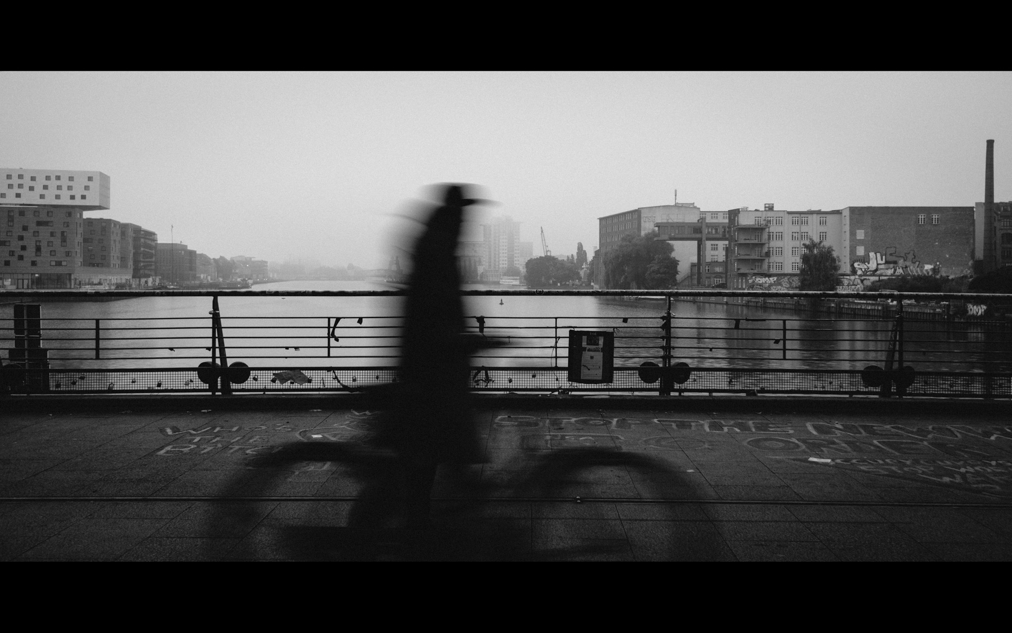 oberbaumbrücke berlin sonnenaufgang