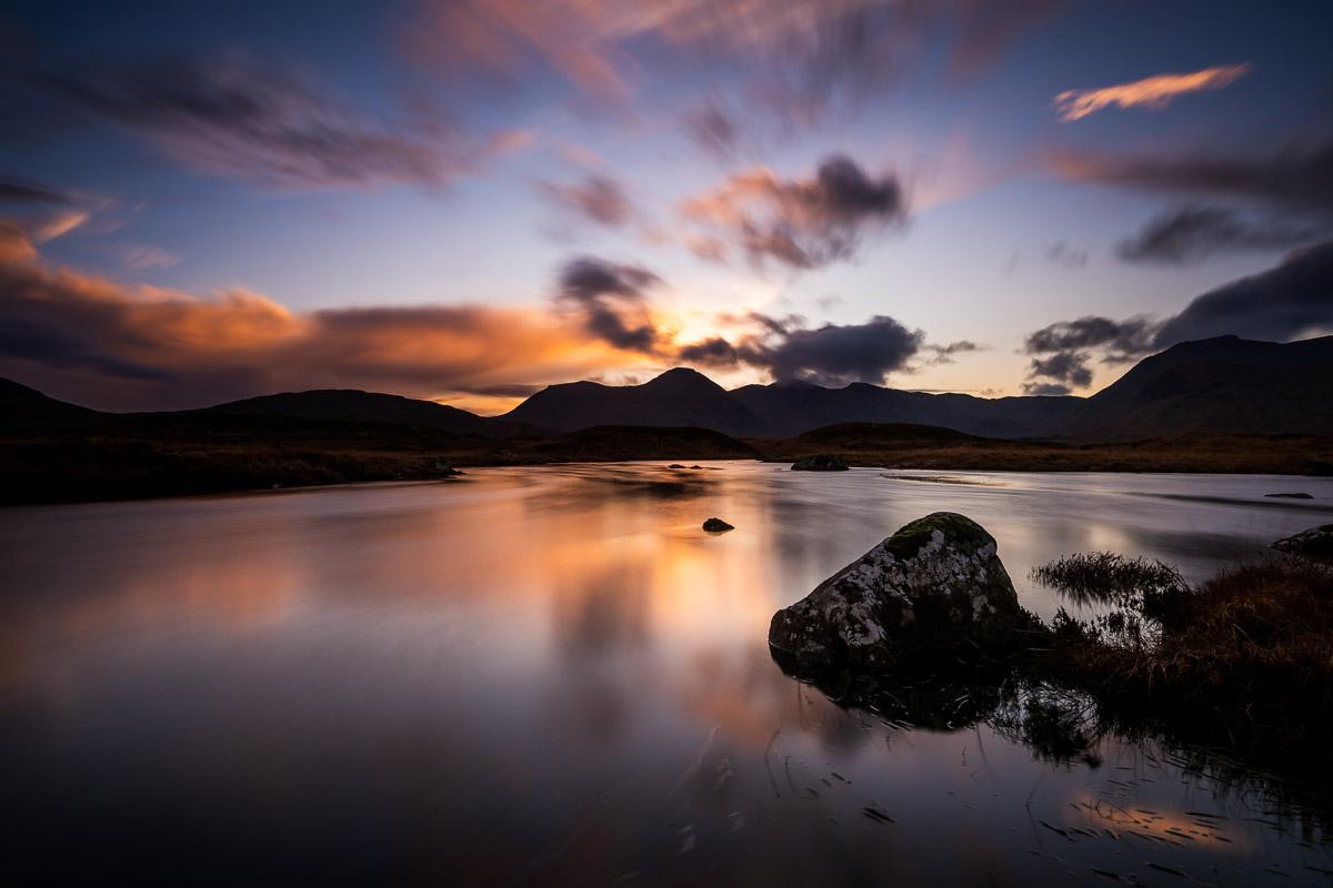 Loch Bà mit Blick auf Glencoe Mountain Resort